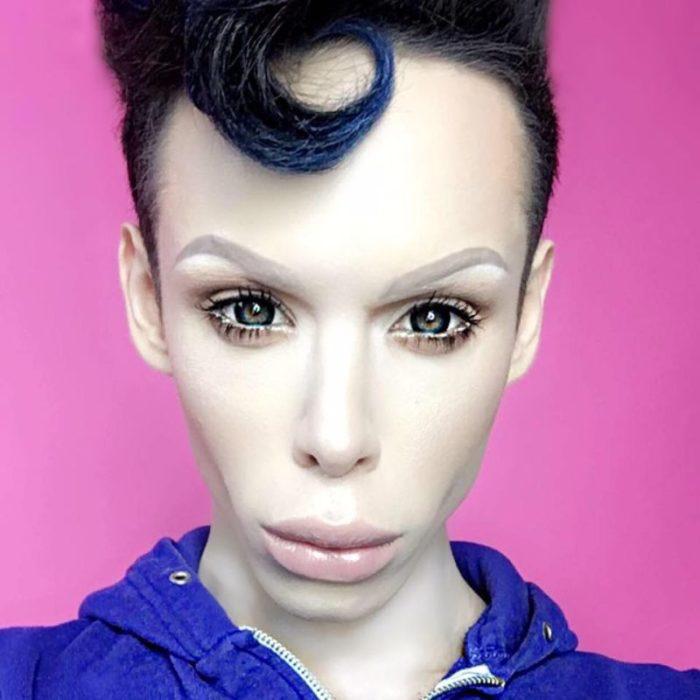 chico alienígena transexual