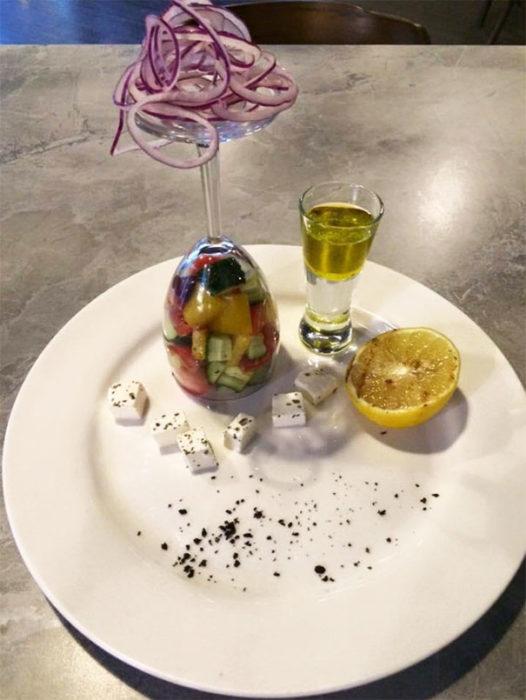 copa con fruta adentro