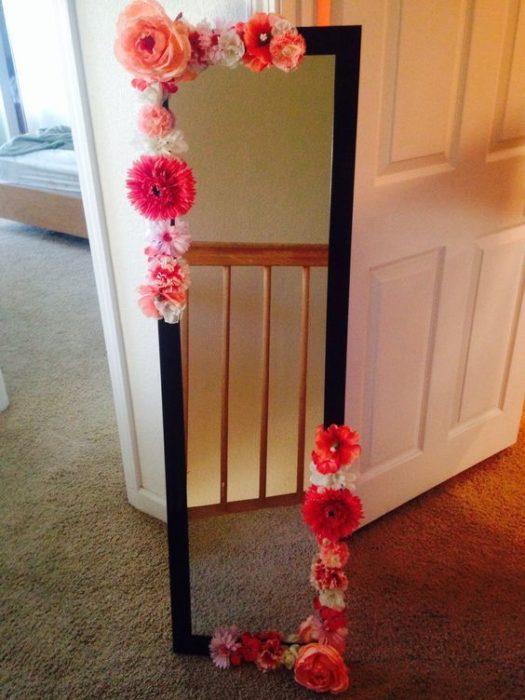 Espejo con flores