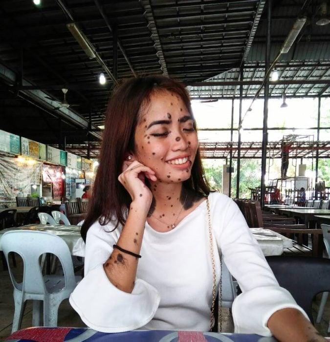 mujer lunares belleza