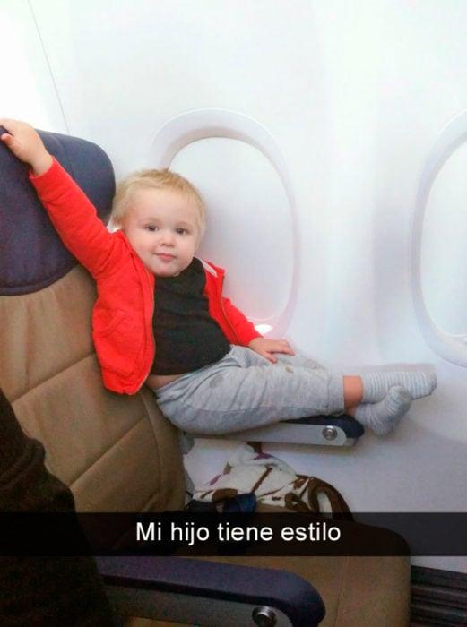 Niño sexy en avión