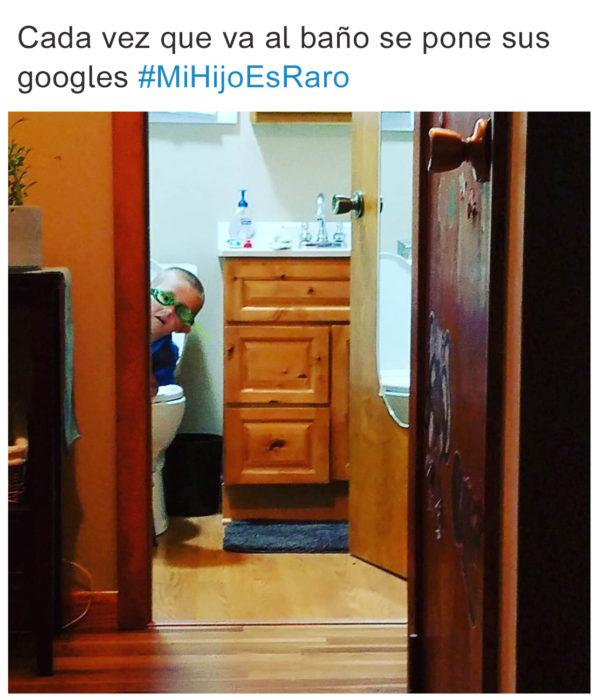 Tuits niños raros - en el baño con googles