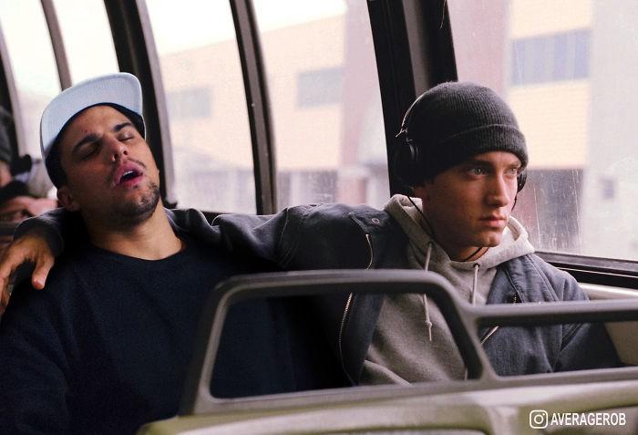 Eminem cuidando a un hombre