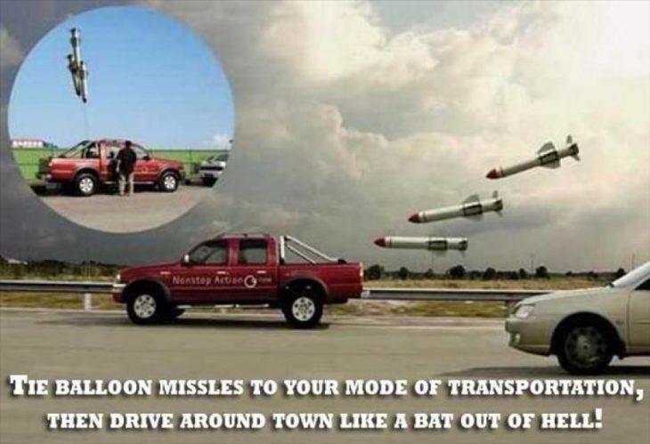 Globos que parecen misiles atados en camioneta