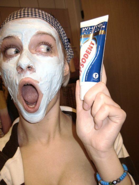 Pasta de dientes mascarilla