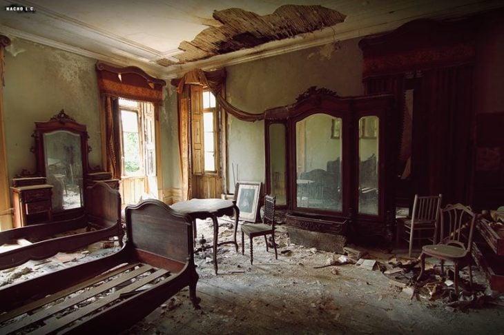 Casa abandonada después de un terremoto