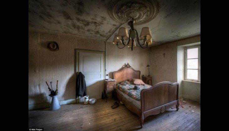 Casa abandonada con absolutamente todos los objetos intactos