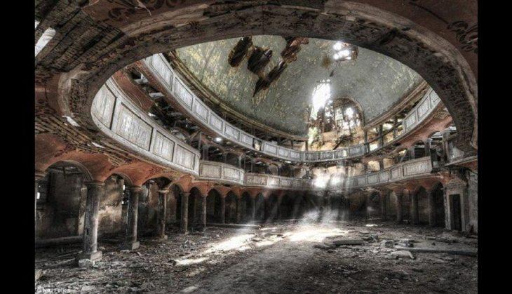 Auditorio con más de 100 años abandonado
