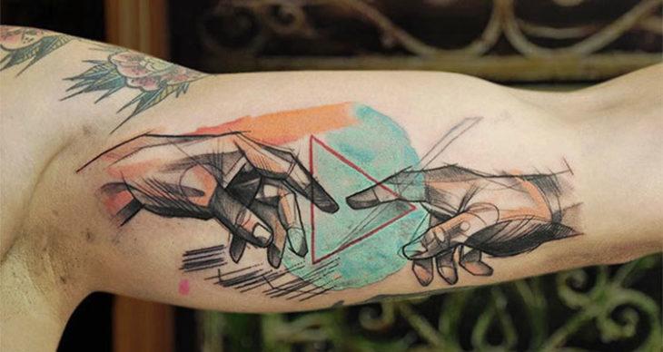 El nacimiento de Adán, tatuaje a todo color