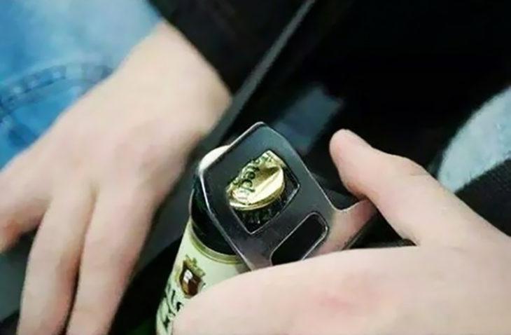 seguro de cinturón de seguridad para abrir botellas