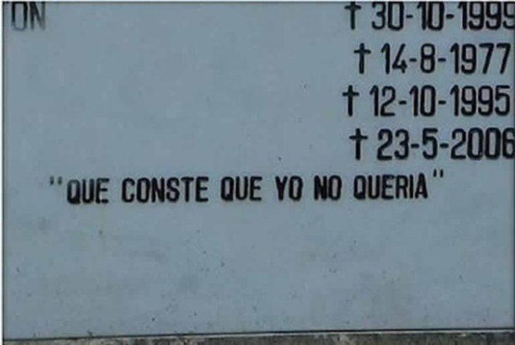 epitafio en tumba que tiene un mensaje cómico