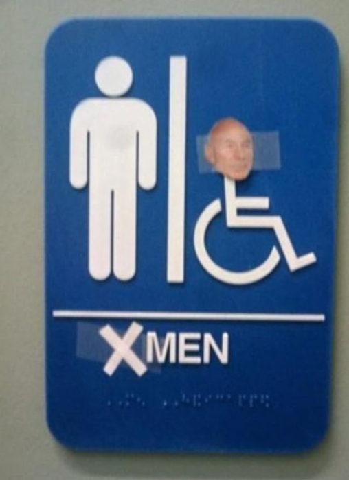letrero de baño hace referencia a la película de los x men