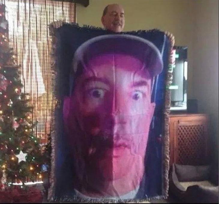 Padre usa su foto para una cobija para su padre