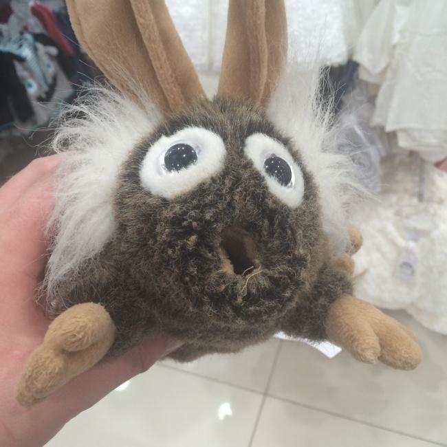¿Que clase de peluche extraño es este?