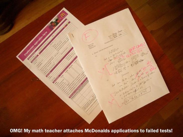 examen reprobado junto con una solicitud de empleo para McDonalds