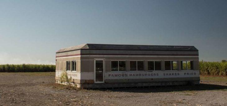 napoleonville es la ubicación del restarurant abandonado para la pelicula looper