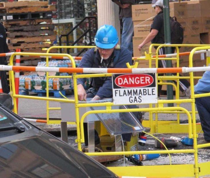 работник курил возле зоны с газ flamable
