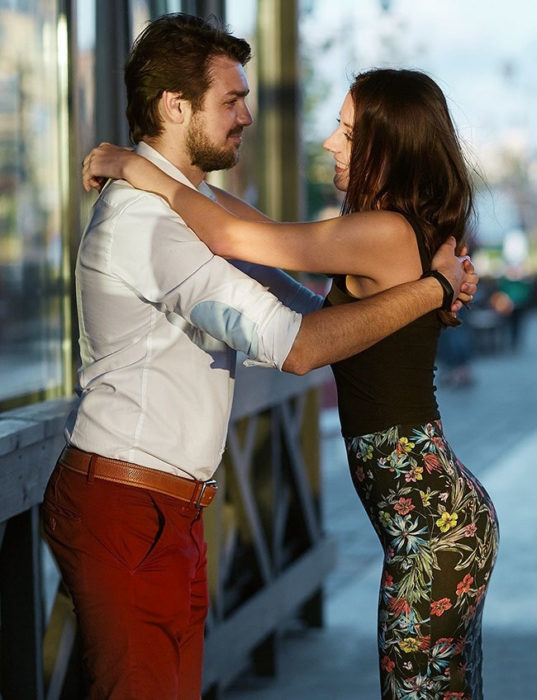 tipos de abrazos en la pareja