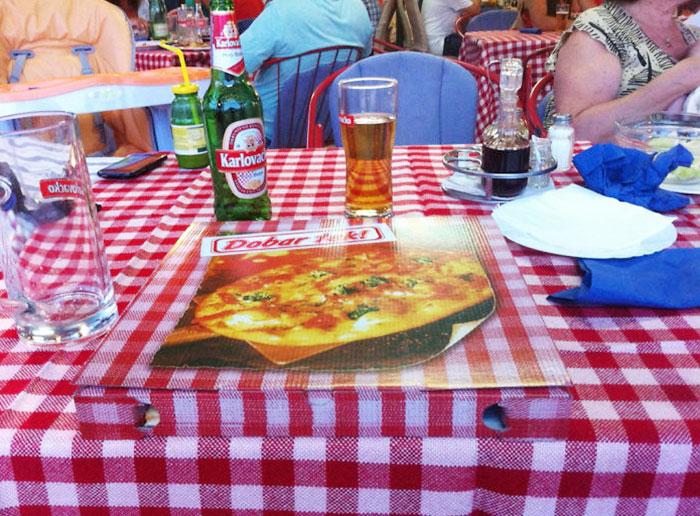 Caja de pizza igual al mantel