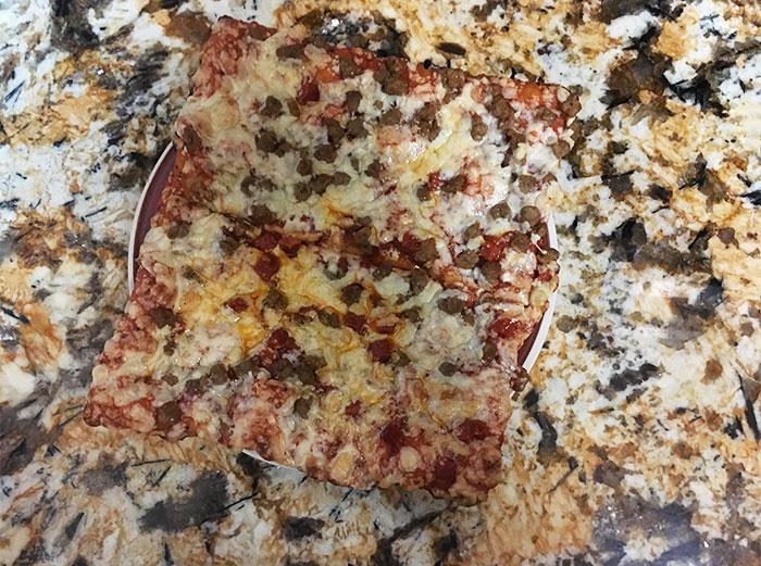 Pizza se pierde con el marmol