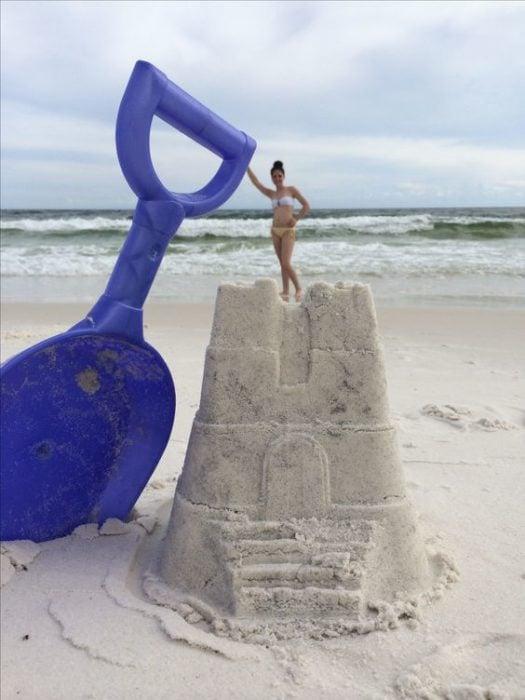 Fotografía perspectiva reina de castillo de arena