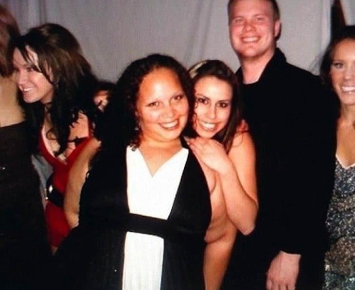 Mujer parece estar desnueda en foto