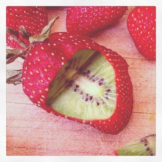 Fresa por fuera kiwi por dentro