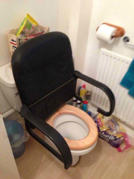 silla en el baño