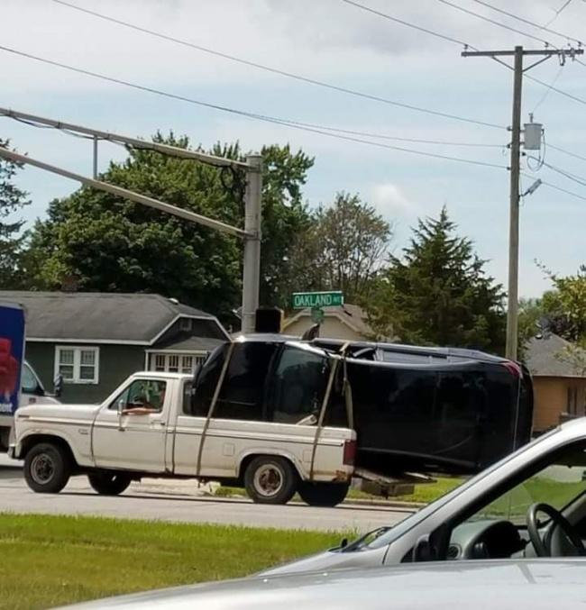trasporando carro en camioneta