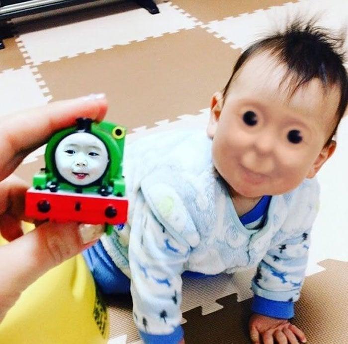 Face swap tren juguete