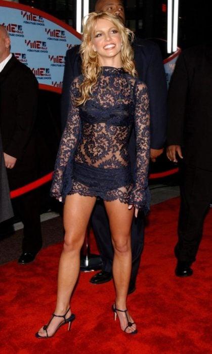 Britney spears vestido alfombra roja feo