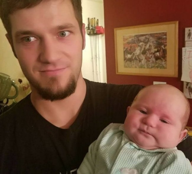niño con padre gesto