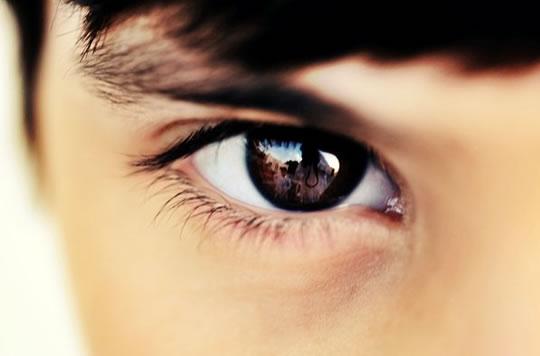 hacer contacto visual