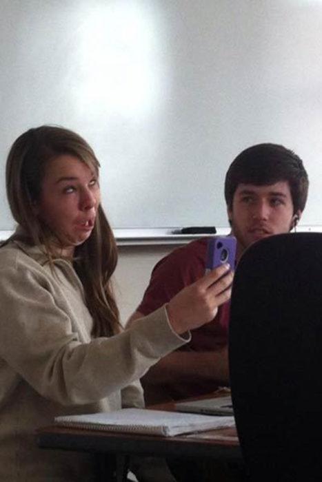 Selfie cara tonta en la escuela