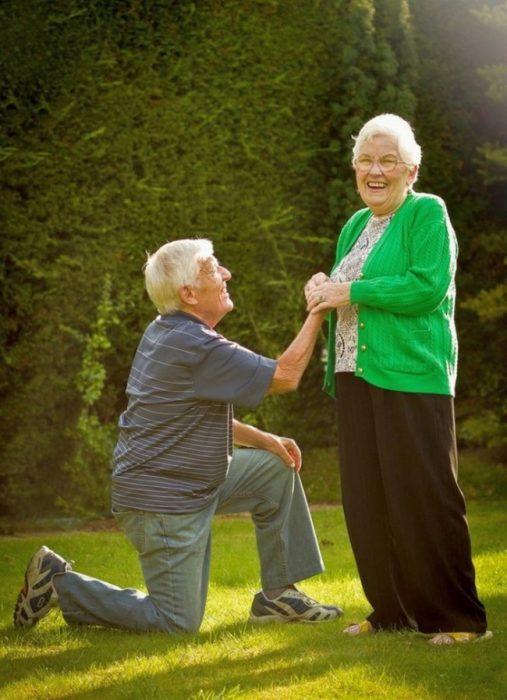 Abuelitos propuesta de amor RecreoViral.com