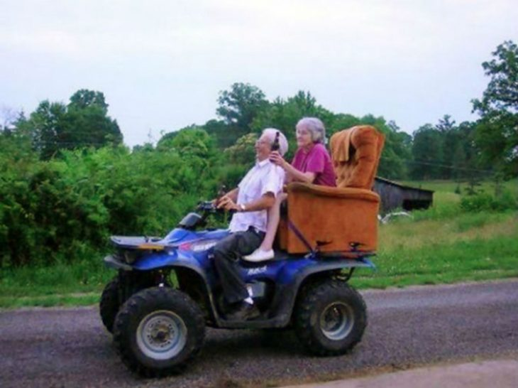 Abuelitos en tractor RecreoViral.com