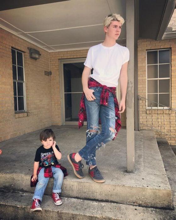 niño eso y su hermano