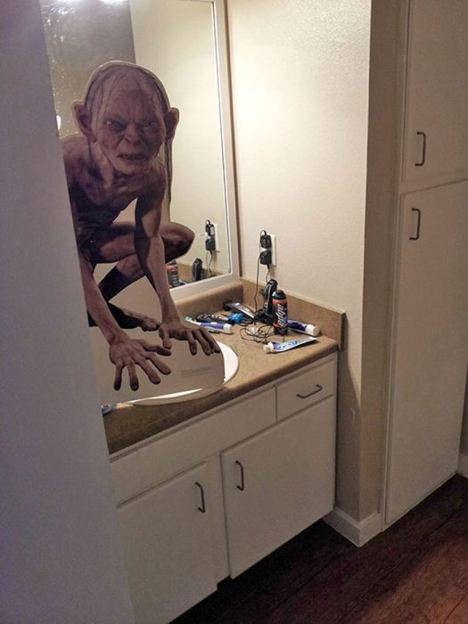 Golum en el baño