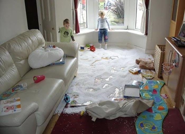 Niños desastre en la sala