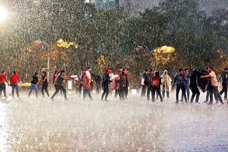 Terremoto México - trabajando en la lluvia