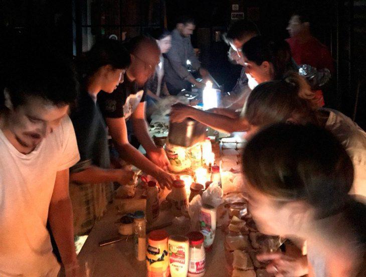 Terremoto México - comida en la noche