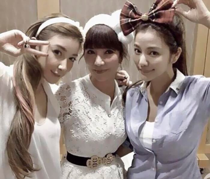 chicas japonesas Madres e hijas parecidas jóvenes y bellas