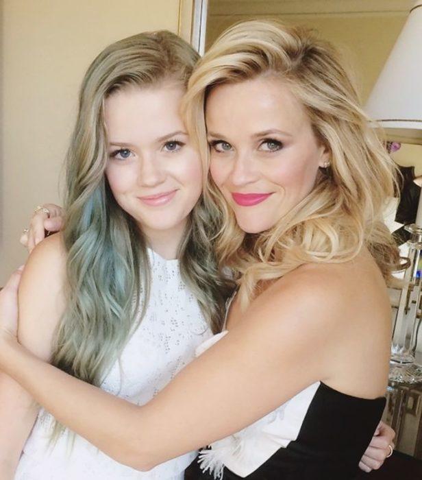 Madres e hijas parecidas jóvenes y bellas reese witerspoon