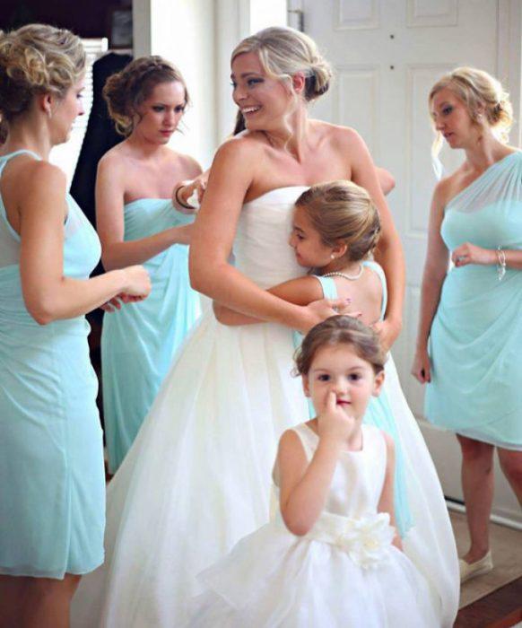 Niña pica nariz boda Recreoviral.com