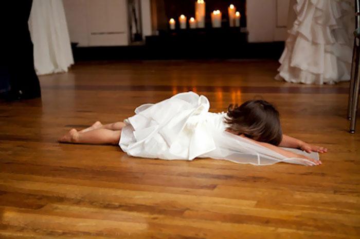 Niña se durmió en boda Recreoviral.com