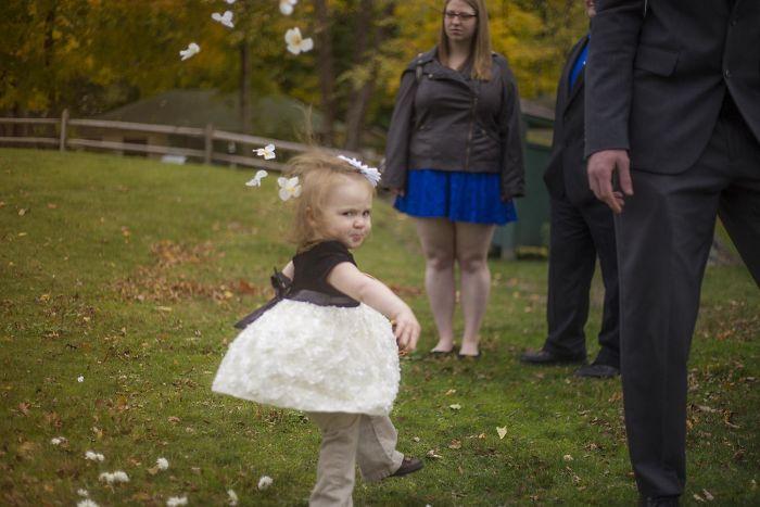 Bebé no quiere estar en boda Recreoviral.com