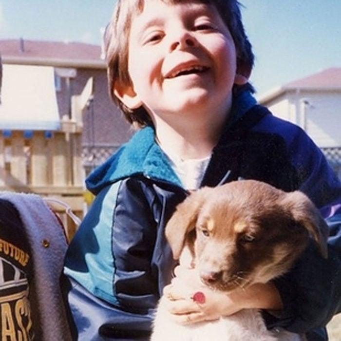 Niño conoce a su perro