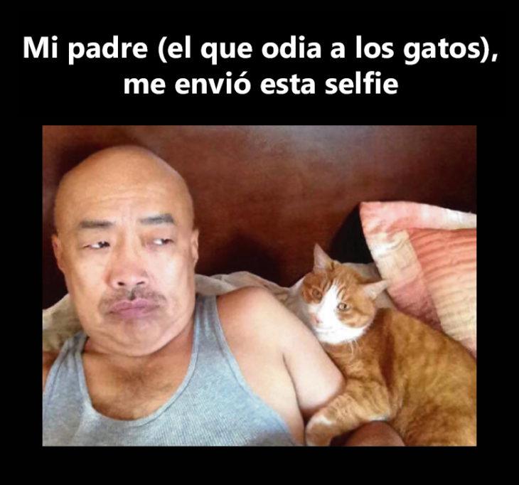 Papá se toma selfie con gato
