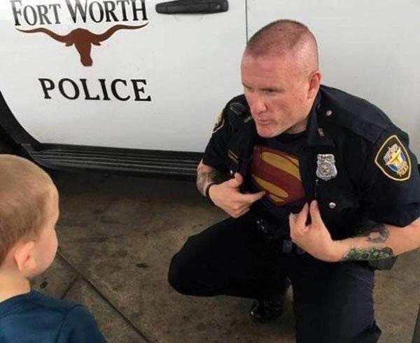 no todos los heroes llevan capa