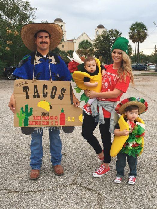 Familia disfraces taco